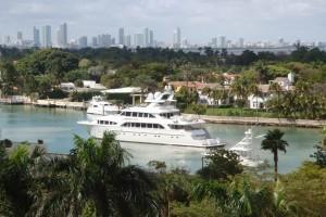 Miami Boat Show 2012 Boats Arrival