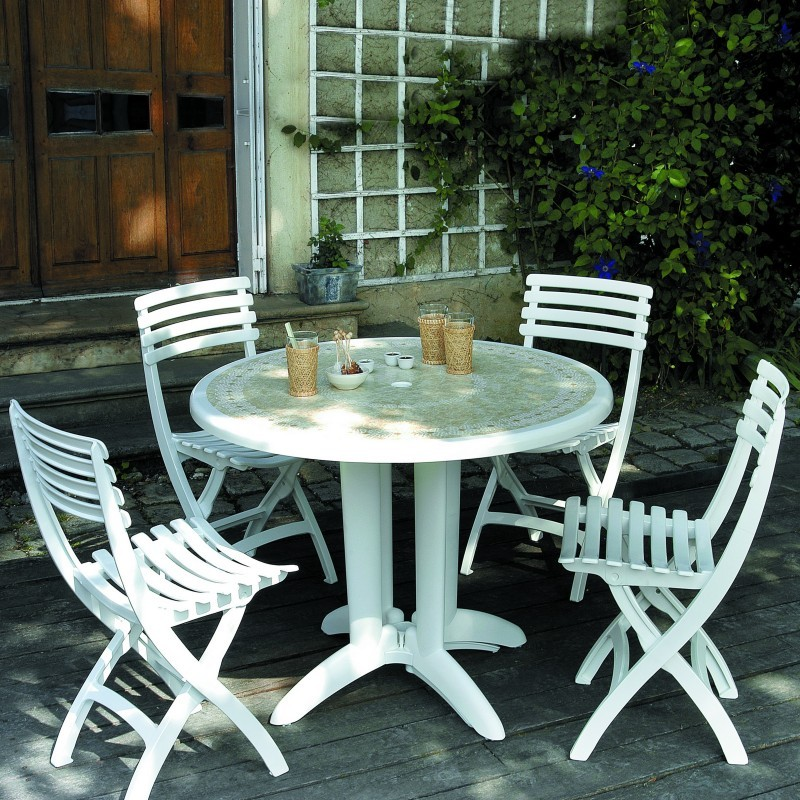 Dangari Resin Folding Outdoor Restaurant Chair : Dining Chairs
