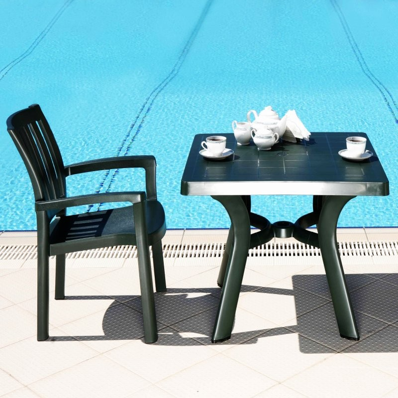 Outdoor Furniture: Square Dining Tables