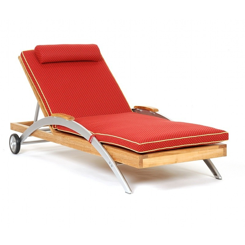 Plastic Outdoor Lounge Chairs: Caluco Infinity Outdoor Chaise with Cushion