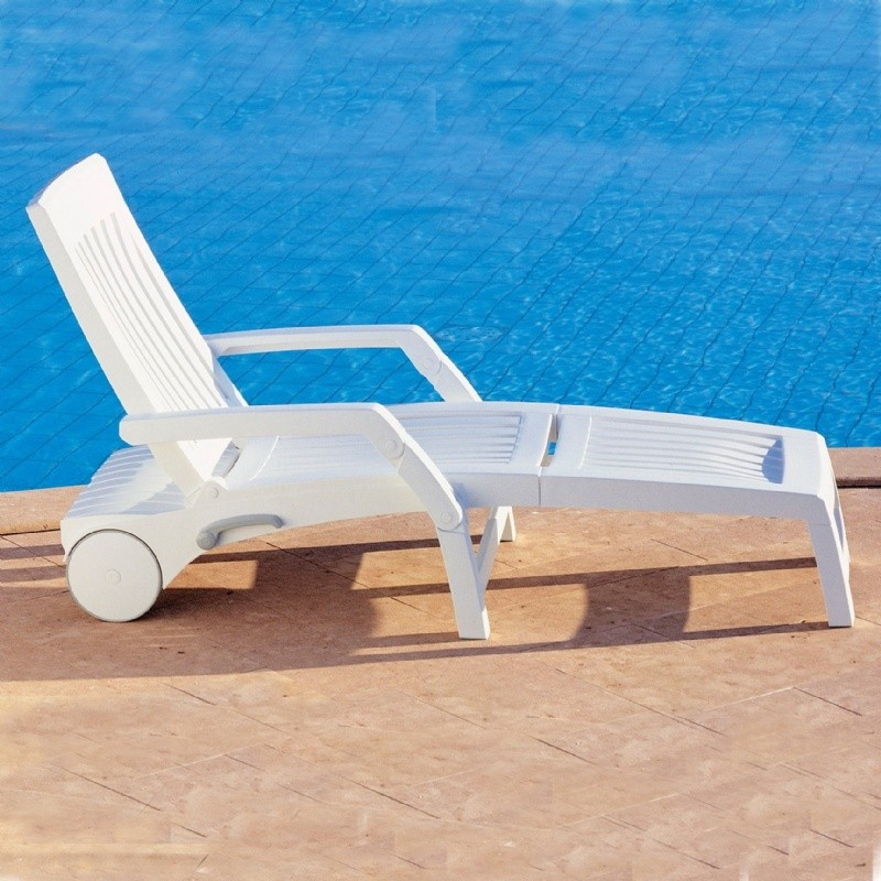 Nettuno folding resin chaise lounge with arms for Chaise longue resine